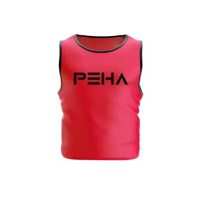 Narzutka piłkarska różowa z czarną lamówką polskiej marki sportowej PEHA