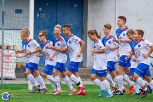 Stroje piłkarskie dla dziewczynki
