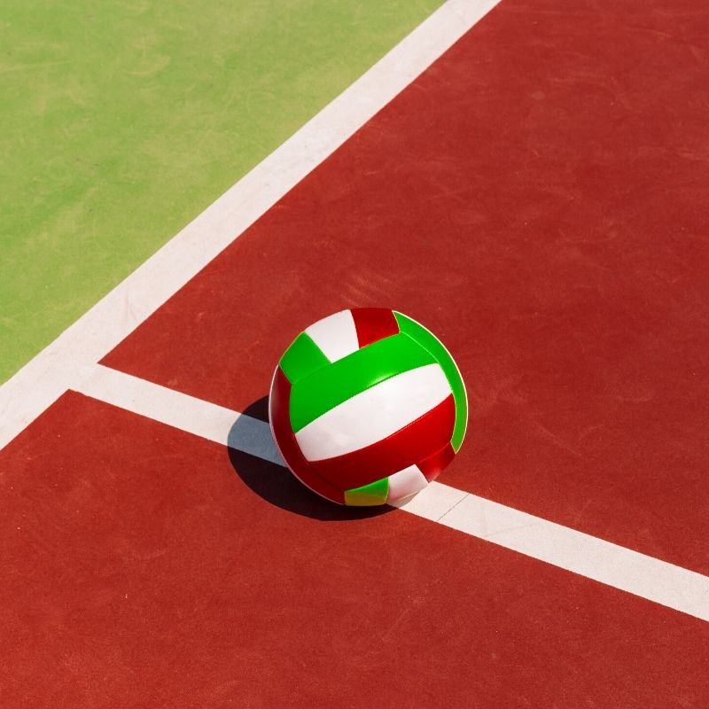 System challenge w siatkówce - piłka trafiona w linię boiska do siatkówki