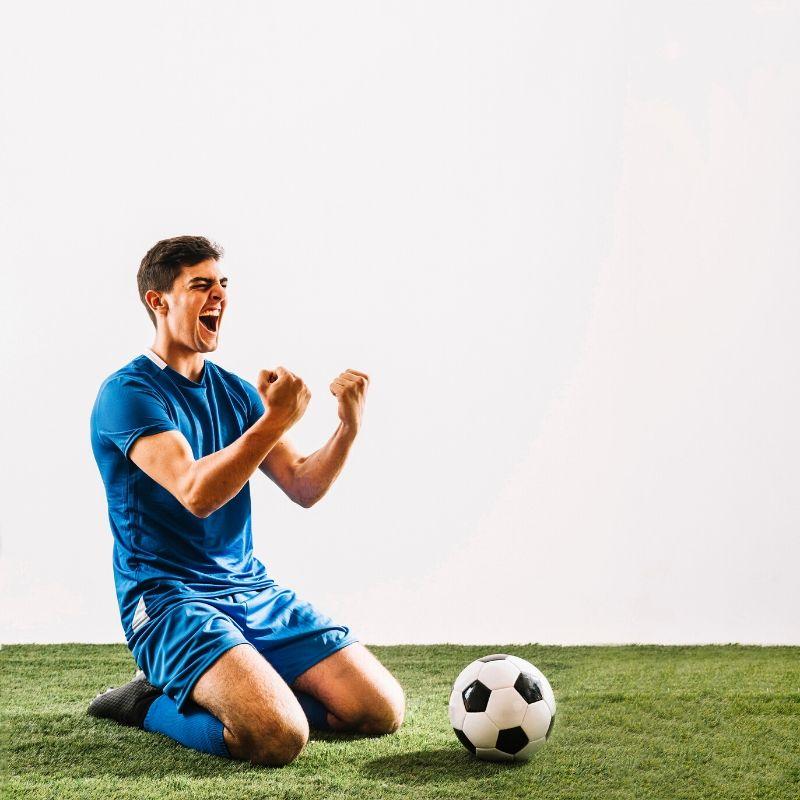 Piłkarz cieszący się ze zdobycia gola